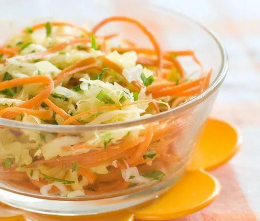 Готовый салат из свежей капусты