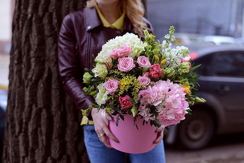 Преимущества услуги по доставке цветов в Вилючинске